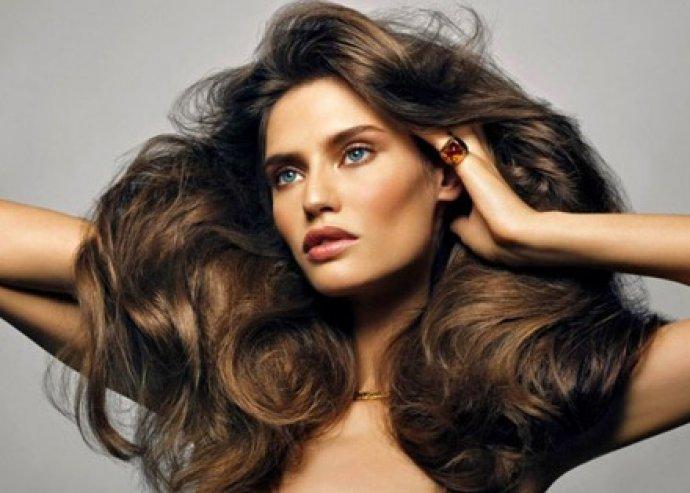 Zsírosodás és hajhullás elleni skalptisztítás, újraépítő pakolás töredezett hajra, mosással, szárítással
