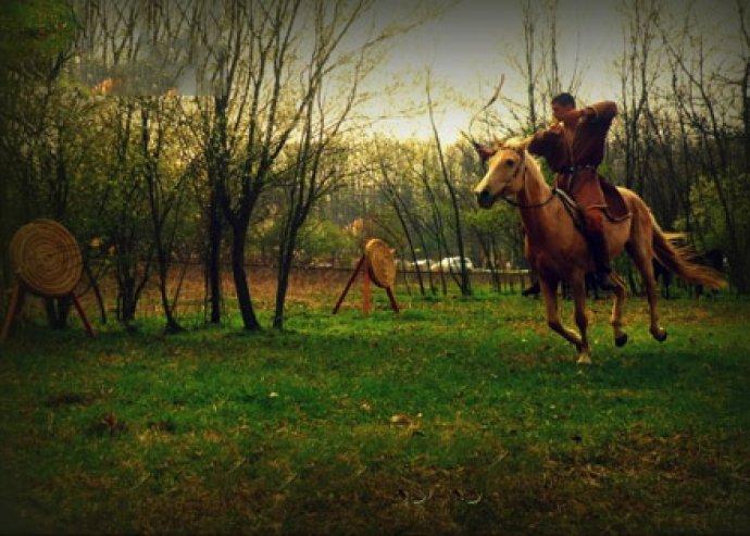 Izgalmakban gazdag nyári lovas kalandtábor, 7 napra és 6 éjszakára, 1 főre teljes ellátással, több turnusban