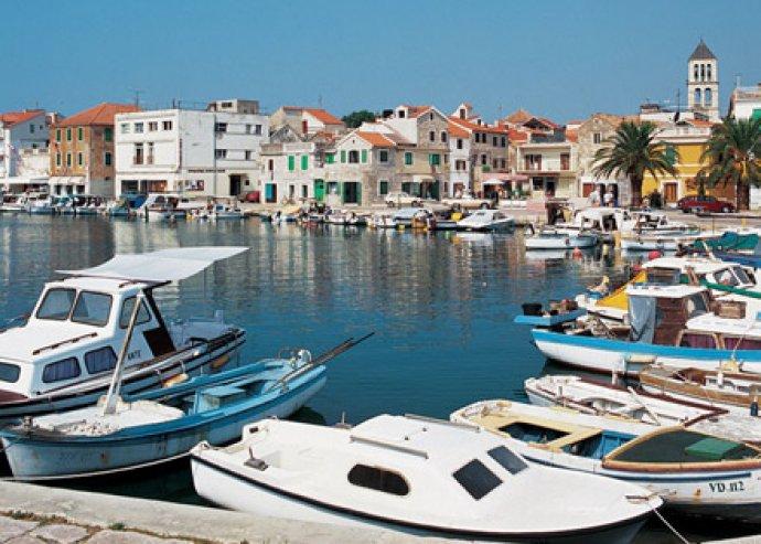 Költeménybe illő nyaralás! Horvátországi tengerparti szállás 6 nap/5 éj 4 főre 4 fős apartmanban, Vodicében!