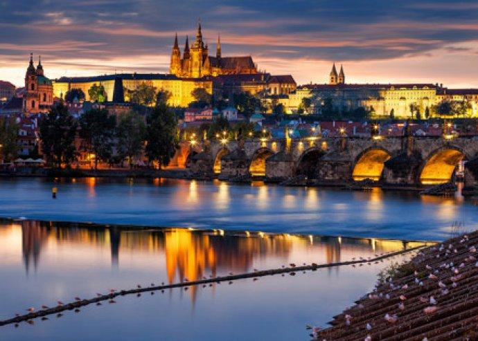 Romantikus nyaralás Prágában! 3-4 vagy akár 5 nap 2 főre szállással, belépőjeggyel, welcome drinkkel