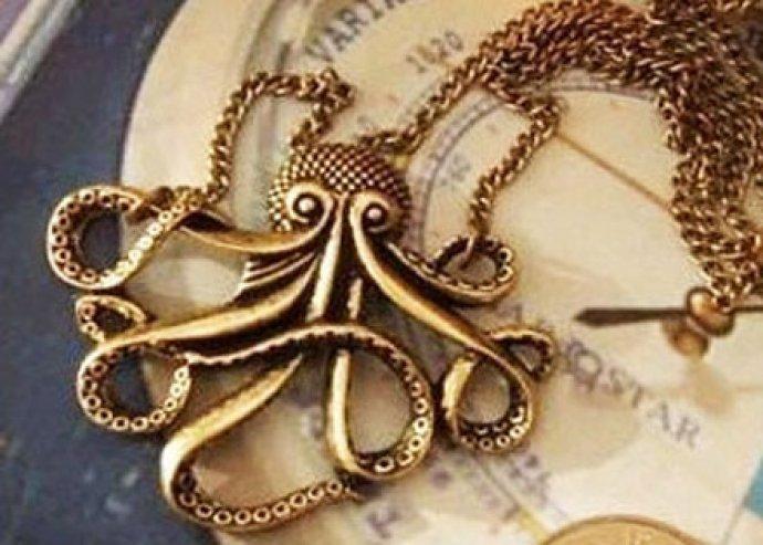 Válaszd a hozzád legközelebb illő különleges nyakláncot, csikóhalas/ polipos/ azték érmés medállal