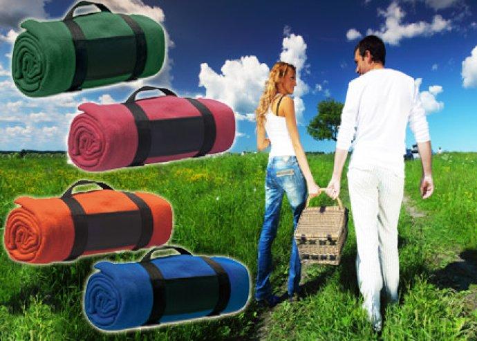 Kalandozásra fel! Felcsavarhaó piknik takaró kényelmes hordozópánttal, polár anyagból, több színben