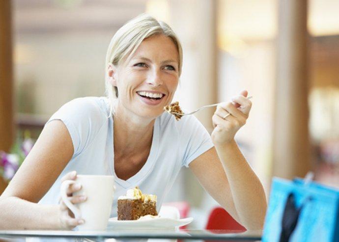 Tortarendelés a belvárosi Cake Dealer Cukrászdában - hatalmas ízválaszték, akár egészséges változatban is!