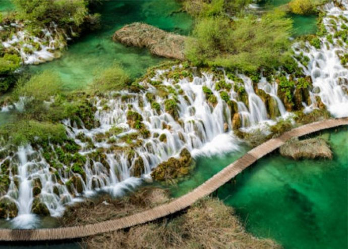 Csodás 1 napos buszos nyári kirándulás az idilli, világörökségi Plitvicei Nemzeti Parkhoz, csoportkísérővel