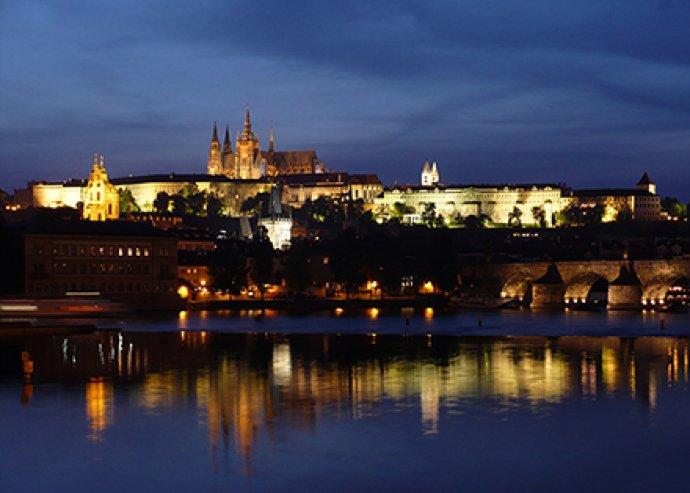Akár 5 nap 2 fő részére Prágában, svédasztalos reggelivel és 2 belépőjeggyel az Óvárosi Hídtoronyba