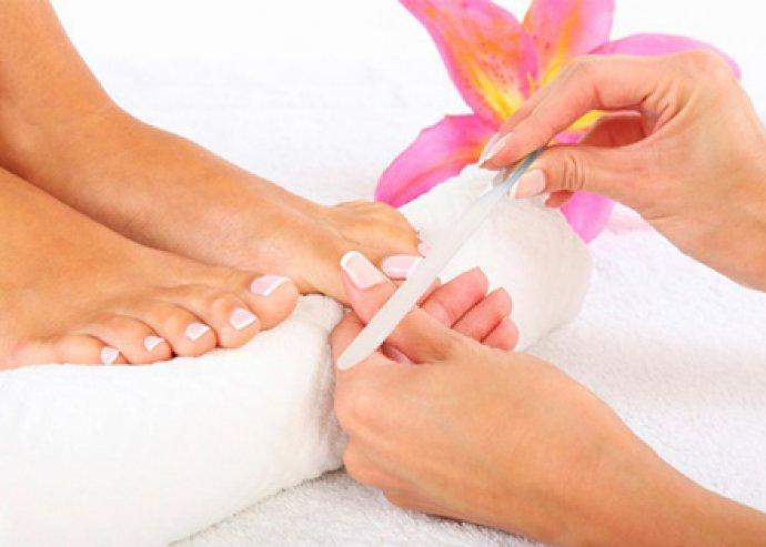 Kezdd szépségápolással a nyarat! Gyógypedikűr talpmasszázzsal + lakkozással + lábdiagnosztikával a belvárosban