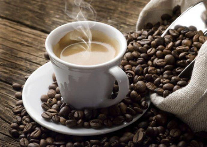 Élvezd a kávé frissességét ezzel a magas minőségű, Soft-touch fogókkal ellátott, 3 személyes kávéfőzővel