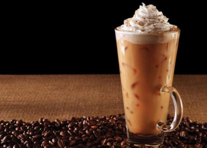 2 jeges kávé, vanília fagylalttal vagy frappé extra ízesítéssel, a belvárosban