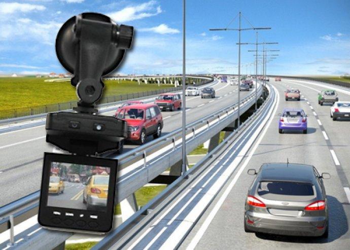 Autós HD eseményrögzítő kamera – rögzítsd könnyedén az utazás minden fontos pillanatát!