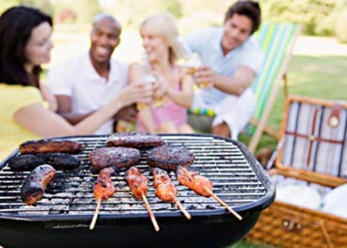 Készíts finom ételeket! Erkélyen is használható 3 részes grill szett sütővel, grillfújóval és tisztítókefével