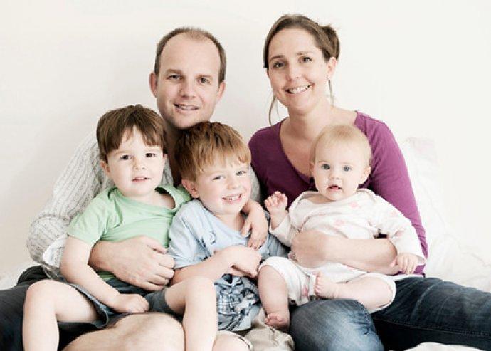 45 perces családi fotózás, 100 db digitális és 16 retusált képpel