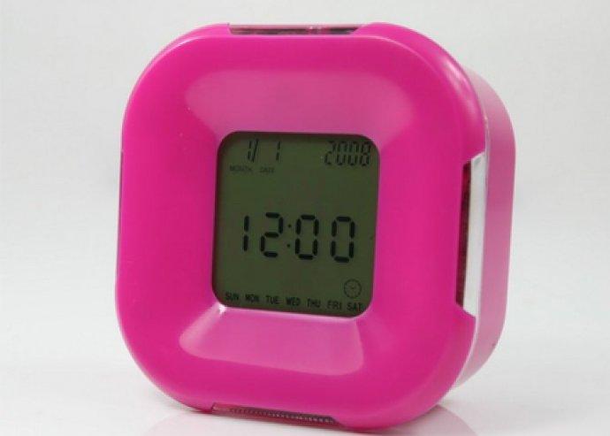 Multifunkciós görgethető óra, változó színű háttévilágítással, ébresztő, naptár, hőmérő, stopper