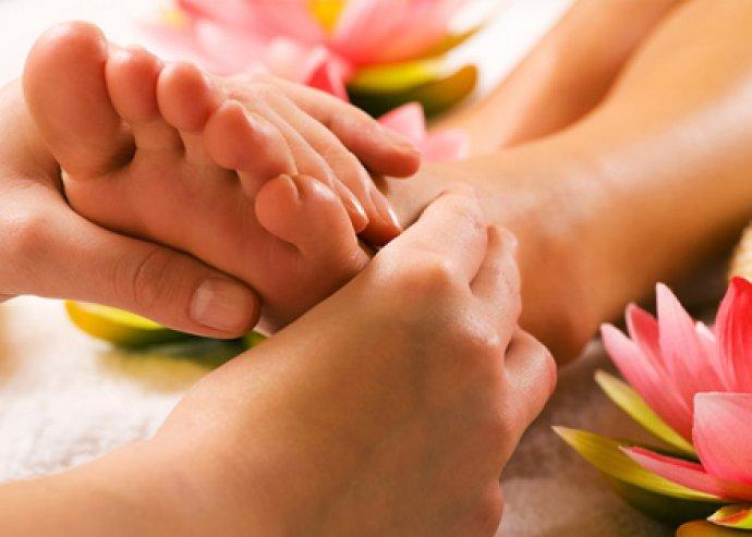 Választható masszázsok, 40 perc talpmasszázs vagy 40 perc lazító hátmasszázs vagy 50 perces kombinált kezelés