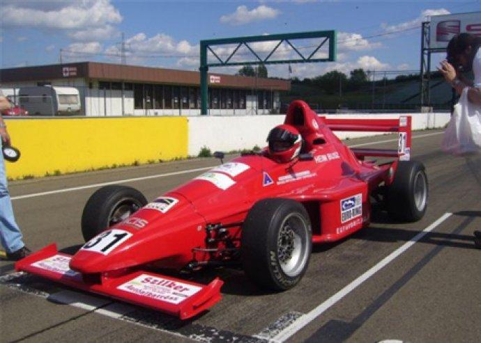Légy egy bivalyerős Formula Metalex Honda versenypilótája! 10 perces vagy 5 körös élményvezetés