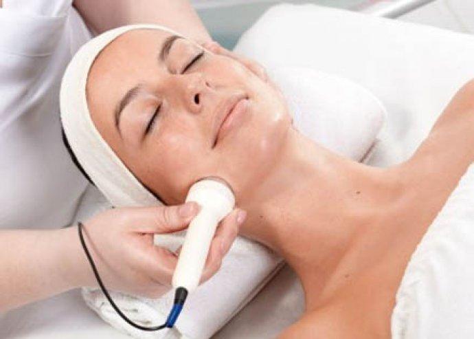 30 perces lézeres arcfiatalító kezelés kollagén szérummal, tisztítással és peelinggel a belvárosban