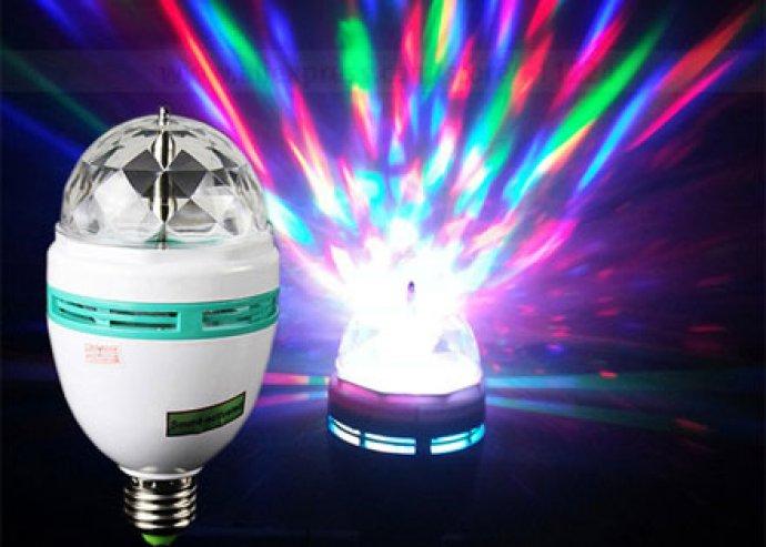 Különleges diszkóhangulat otthonodban - 3 színben világító, forgó színes LED izzó
