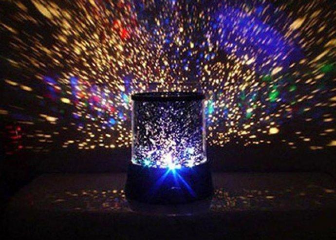 Projektoros LED csillaglámpa, tökéletes hangulatépítő bármelyik szobában, több színű fénnyel