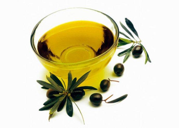 Modern formájú 170 ml-es olaj-ecet spray, mely egyenletes felvitelt és ízesítést biztosít