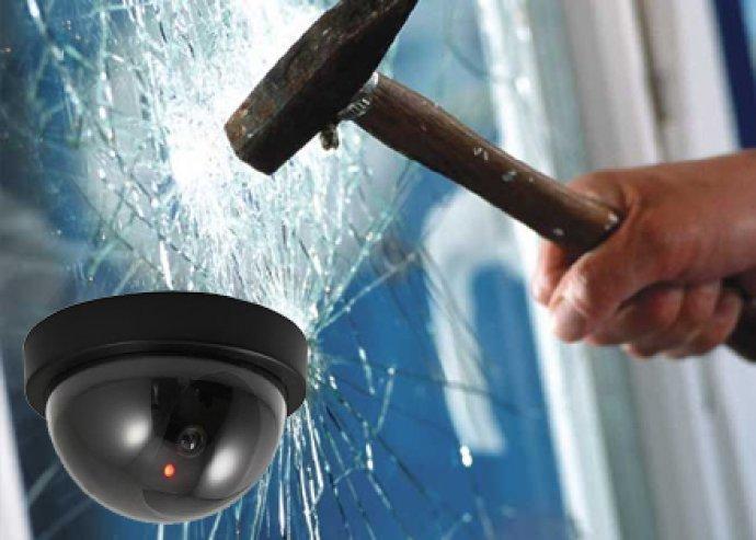 Mozgásérzékelős dome álkamera, piros villogó LED-del, 100% valósághű kivitel, a Dome Security kamera másolata