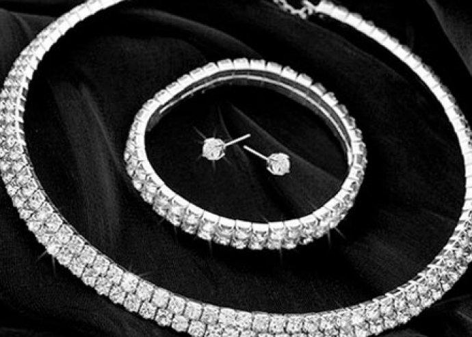 Ezüstözött kristály ékszer szett - Gyönyörű kétsoros nyaklánc, karkötővel és fülbevalóval