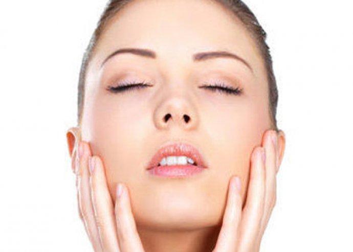 Mikrodermabrázió feszesítő tápláló arcmasszírozással