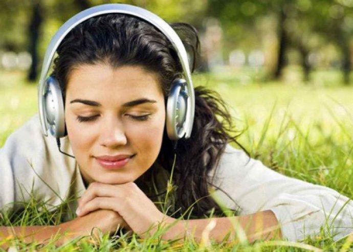 Online zenés angol tanfolyam