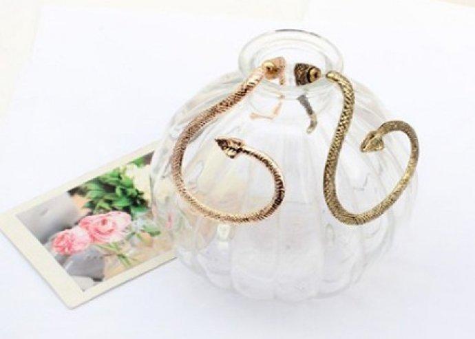 Extravagáns kígyó fülbevaló