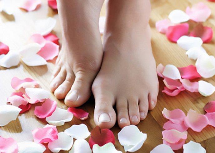 Pedikűr, bőrradírozással és kényeztető lábmasszázzsal