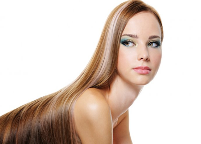 Hajegyenesítés, hajpakolással a Hajni fodrászatban