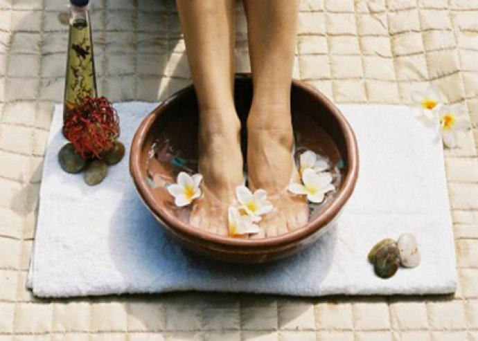 Nyári gyógypedikűr, teljes ápolás és gyógykezelés a lábaknak