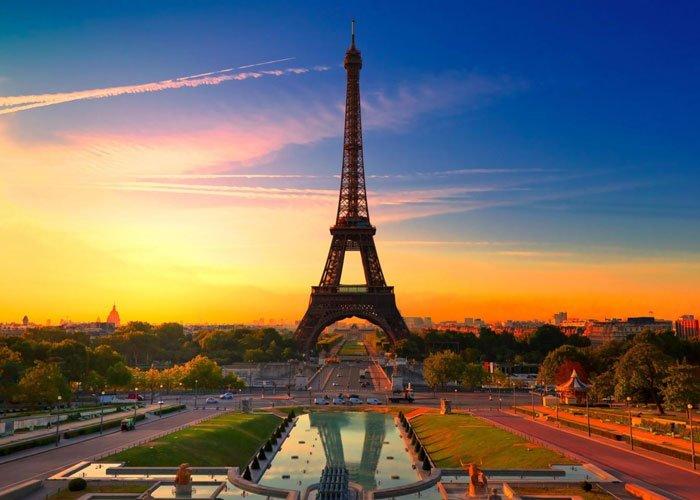 Valentin-napi romantikázás Párizsban, az Abrial*** hotelben