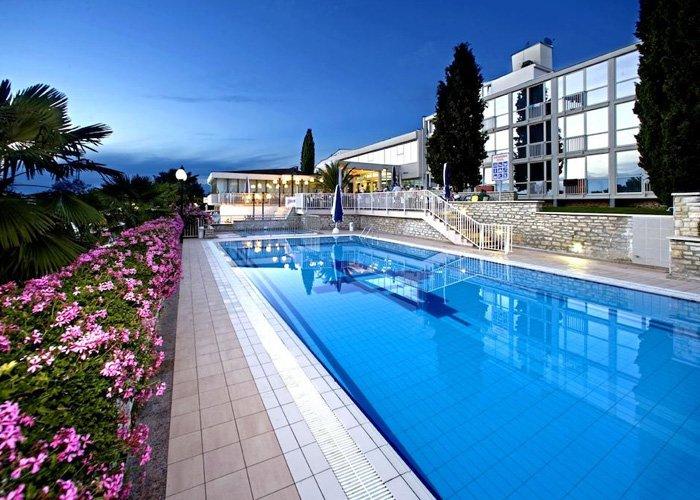 8 nap all inclusive ellátással az Adrián, Porecben, a Hotel Zornában***