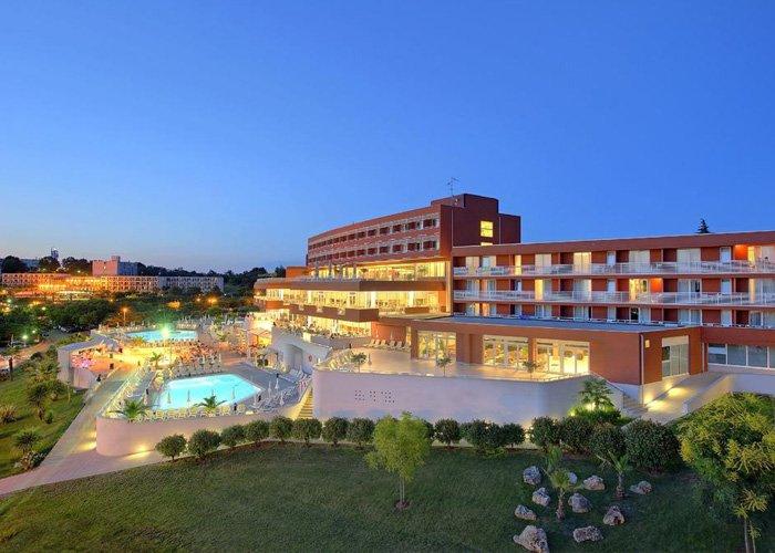 8 nap all inclusive ellátással Porecben, a Laguna Albatros**** Hotelben