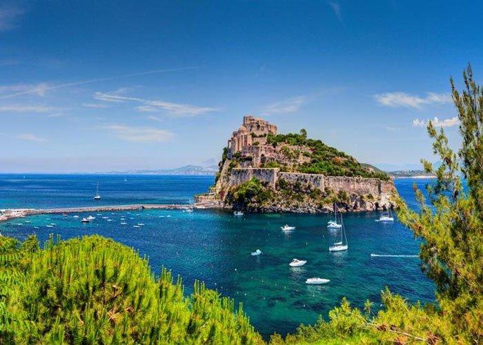 8 napos kaland a Nápolyi-öbölben, buszos utazással, reggelivel, 3*-os szállással