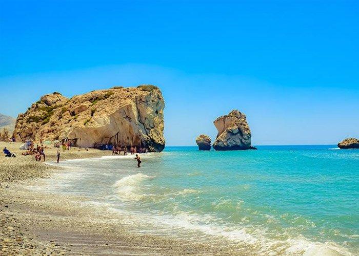 4 napos nyárbúcsúztató kaland Cipruson, repülőjeggyel, félpanzióval, 3*-os szállással