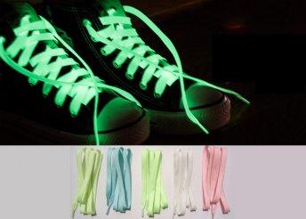 Egy pár sötétben világító cipőfűző