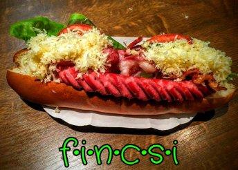 Magyaros óriás hot-dog a Fincsi Büfében