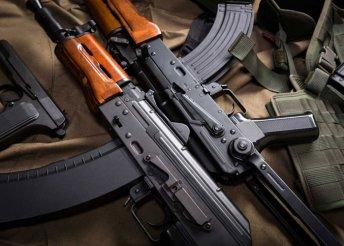 25 lövés UK 59 típusú hevederes géppuskával