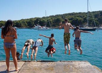 6 kellemes nyári nap a horvát tengerparton, Prvic szigeten félpanzióval