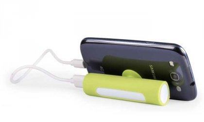 2200 Mah-s külső akkumulátor és telefontartó egyben, mini USB kábellel, 7-féle színben