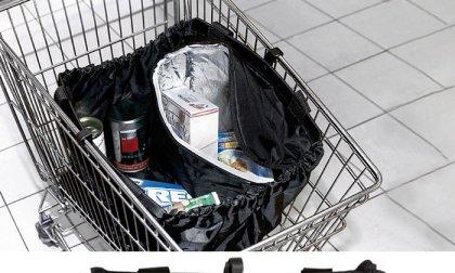 Bevásárlókocsiba akasztható, kis méretre összehajtható táska beépített hűtőrekesszel