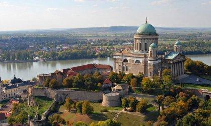 1 napos buszos kirándulás a Dunakanyarban, a Komáromi Lovasszínház előadására, egy ebéddel